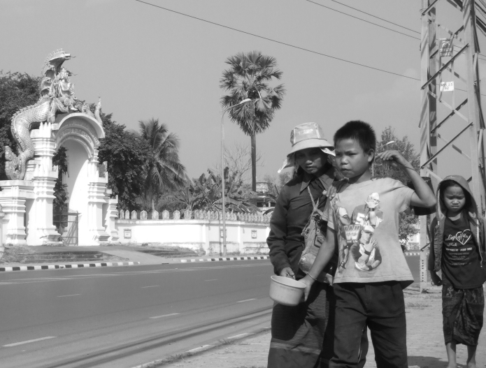 the real on the road / vientiane . laos 2545